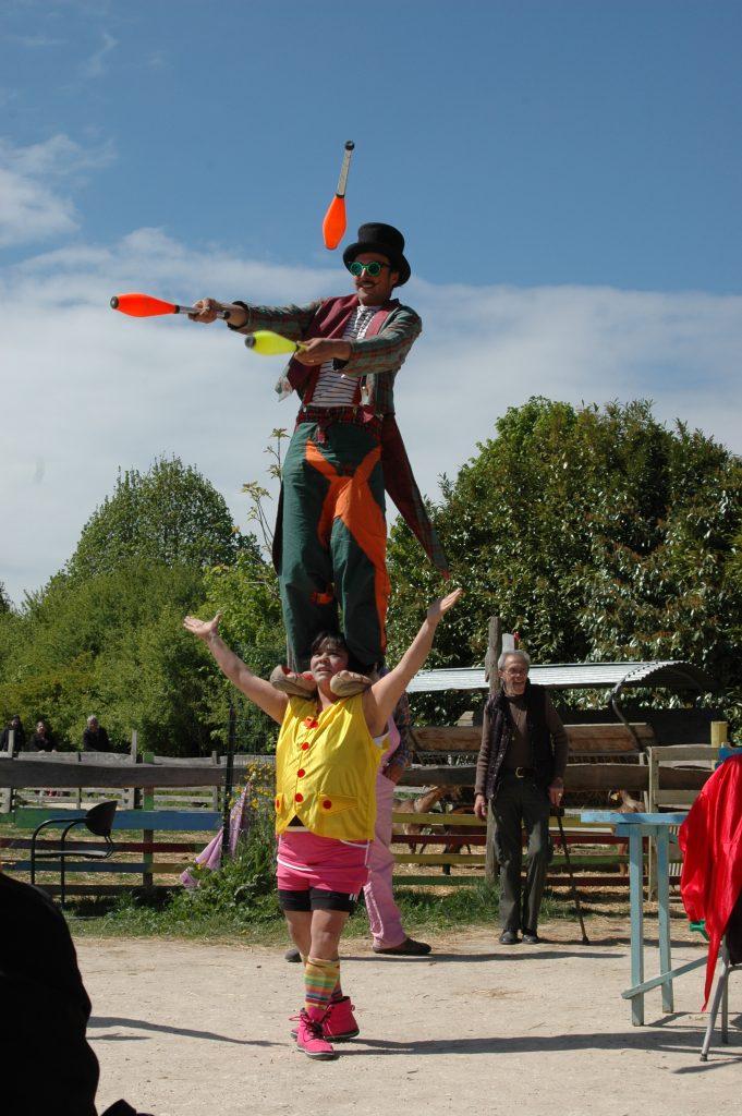 Deux superbes clowns nous ont accompagnés tout au long de la journée (les habitués reconnaitront Mia et Jojo !!)