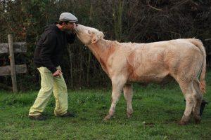Le fermier Benjamin et sa vache Quidunette !